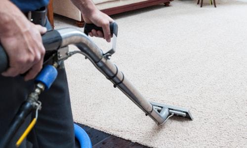 Dreckiger Teppich wird wieder sauber